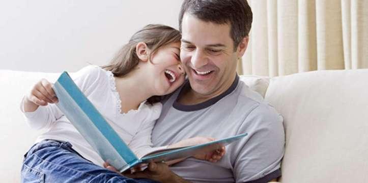 padres-hijos-leyendo