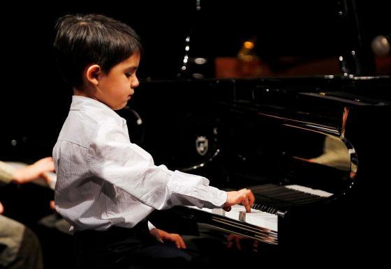 niño-toca-el-piano