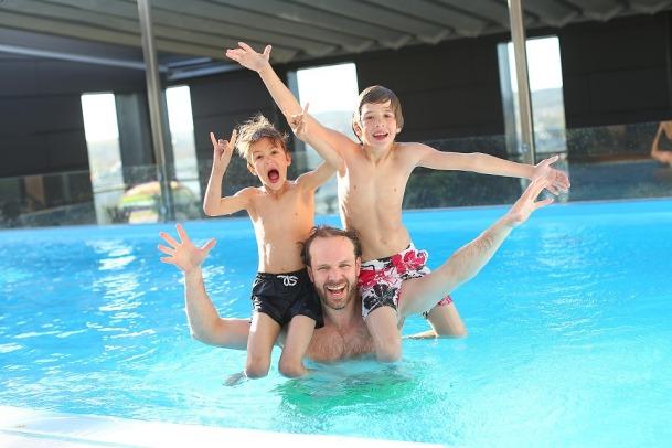 swimming-pool-765312_960_720